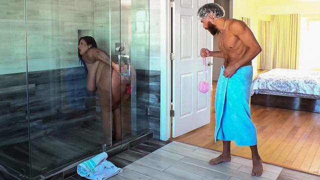 Dildo Showers Bring Big Cocks [Xander Corvus, Sofia Rose / 06.10.2020 г., ]