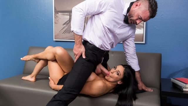 Emergency Dick Distraction [Charles Dera, Audrey Bitoni / 27.07.2019]
