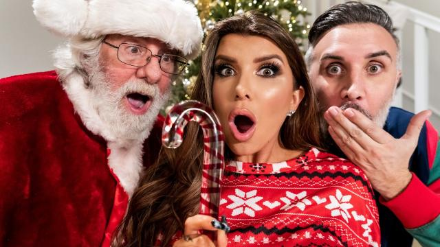 (Brazzers Exxtra / Brazzers) Claus Gets To Watch [Romi Rain, Keiran Lee / 2020-12-25]