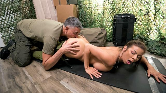 (Brazzers Exxtra / Brazzers) Sand And Sweat: Part 2 [Alexis Fawx, Michael Stefano / 2021-02-15]